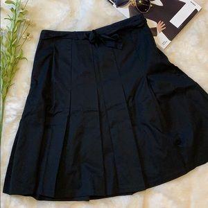 Gap a line black tie skirt size 4